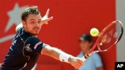 Petenis Stanislas Wawrinka dari Swis harus melakukan reli untuk mengalahkan peringkat ke-85 Blaz Kavcic dari Slovenia dalam dalam babak kedua turnamen Grand Prix Hassan II (foto: Dok).