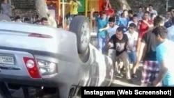 Kahramanmaraş'ta göstericiler tarafından devrilen Suriye plakalı bir araç