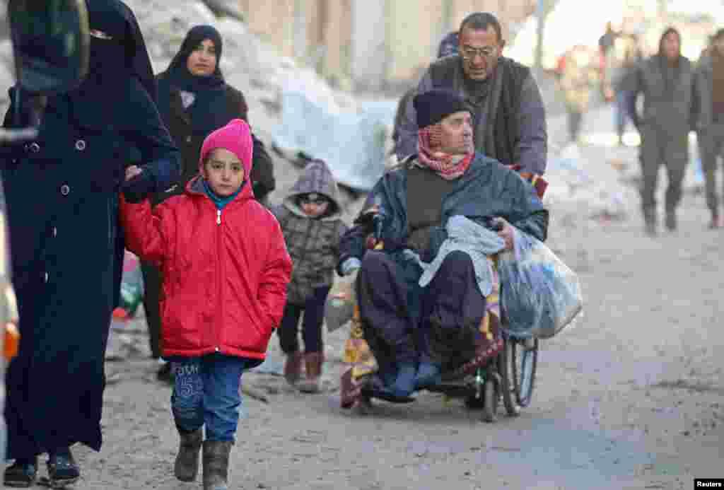 ترکی نےجو حلب کے امن عمل میں بڑی سرگرمی سے شامل ہے، کہا تھا کہ انخلاء کے عمل میں یہ تعطل عارضی ہے۔