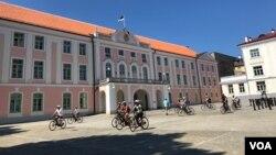 Здание парламента Эстонии в Таллинне. Эстония. 15 июля 2018 г.