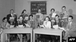 وائس آف امریکہ سے ایک پروگرام نشر کیا جا رہا ہے۔ فائل فوٹو