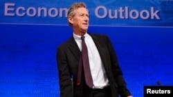 IMF Ekonomi Danışmanı Olivier Blanchard Washington'da tahmin raporunu açıklarken