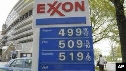 4月20日,美国一家加油站的汽油价格