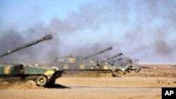 Самоходно-артиллерийские установки сирийской армии на огневой позиции (архивное фото)