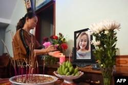 Ban thờ nạn nhân Bùi Thị Nhung tại căn nhà của gia đình, 26/10/2019
