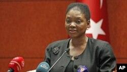 Bà Valerie Amos, giới chức Liên hiệp quốc đặc trách công tác nhân đạo, nói chuyện với các nhà báo ở Ankara hôm 9/3/12