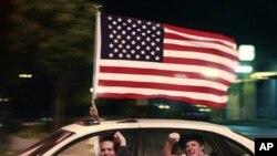 Americanos no estado do Kansas celebram morte de Bin Laden