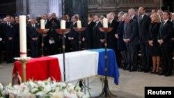 TT Pháp Emmanuel Macron, phu nhân Brigitte và các quan chức Pháp khác dự lễ quốc tang của cố TT Jacques Chirac ở Paris, ngày 30/9/2019. Francois Mori/Pool via REUTERS