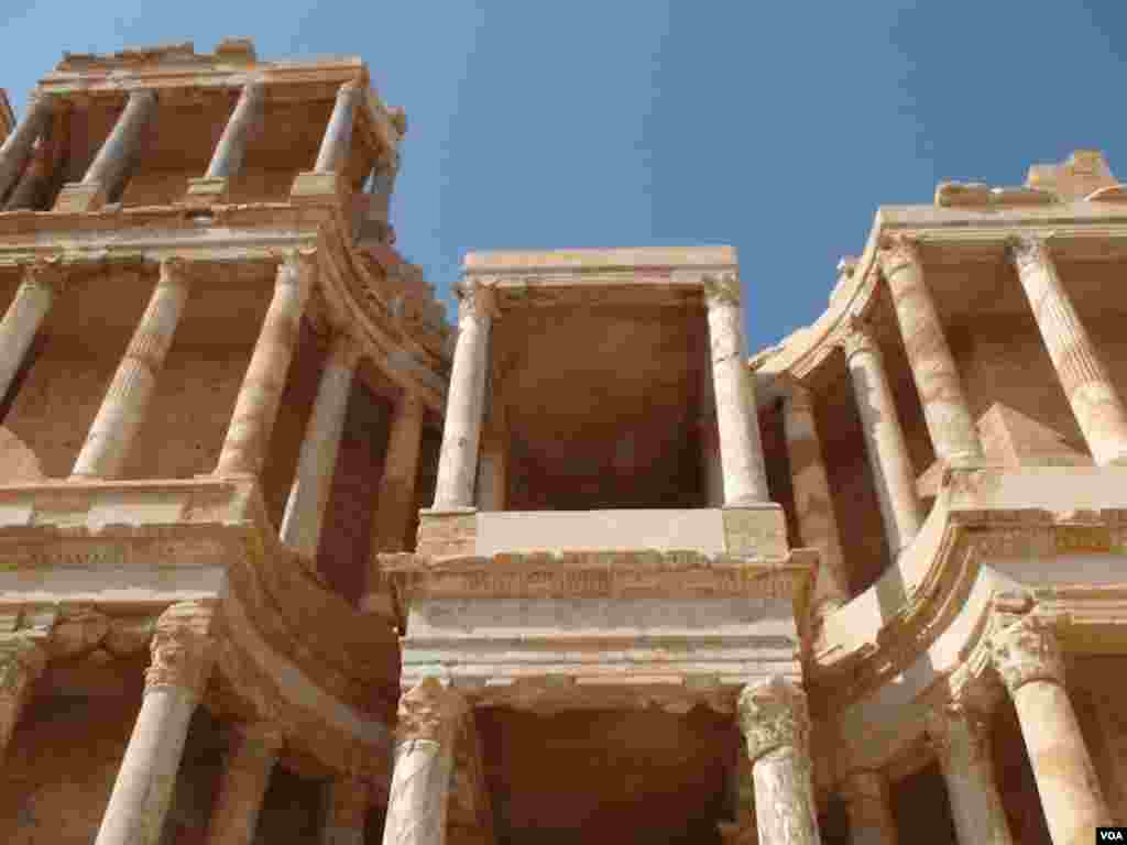 Rebels accused Gadhafi troops of stashing weapons at Sabratha, a UNESCO world heritage site, so they would not be bombed. (VOA-E. Arrott)