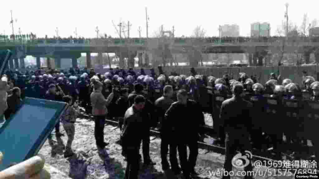 黑龙江双鸭山数万矿工及家属一连数日游行(博讯、参与及网友图片)