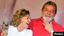 Mantan presiden Brazil Luiz Inacio Lula da Silva dan istrinya Marisa Leticia di Brasilia. (Foto: Dok)