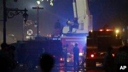 Truk pemadam kebakaran terlihat di depan gedung Sekretariat Negara, Jakarta, Kamis (21/3).
