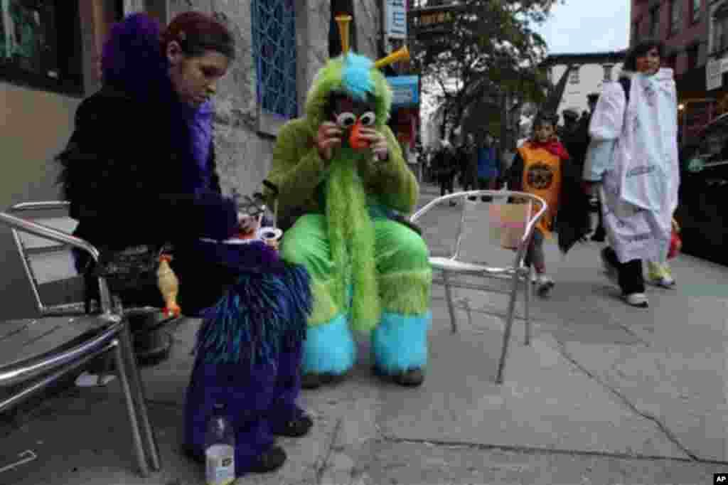 Последни подготовки пред парадата во Њујорк. (AP Photo/Tina Fineberg)