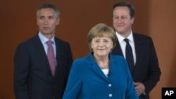 德國總理安格拉•默克爾(中),英國首相卡梅倫(右)和挪威的總理斯托爾滕貝格星期四在德國柏林會晤