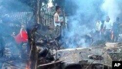 Hiện trường nơi máy bay rơi gần Hà Nội, ngày 7/7/2014.