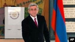 18일 투표소를 찾은 세르게 사르키시안 아르메니아 대통령.