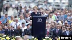Cựu Ngoại trưởng Mỹ Madeleine Albright đọc diễn văn nhân kỷ niệm năm thứ 20 ngày triển khai lực lượng NATO tới Kosovo. Ảnh chụp ngày 12/6/2019 tại Pristina, Kosovo. REUTERS/Florion Goga