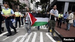 Người biểu tình thân Palestine xuống đường phản đối việc Israel ném bom Dải Gaza.