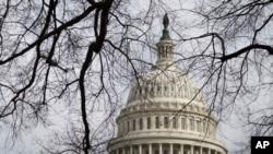 نمایی از ساختمان کنگره آمریکا در شهر واشنگتن، پایتخت ایالات متحده