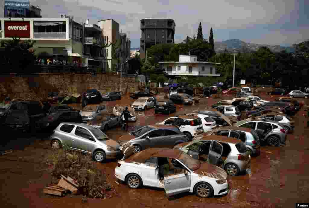 خسارات و خرابی های به جامانده در پی بروز آتش سوزی جنگلی در آتن