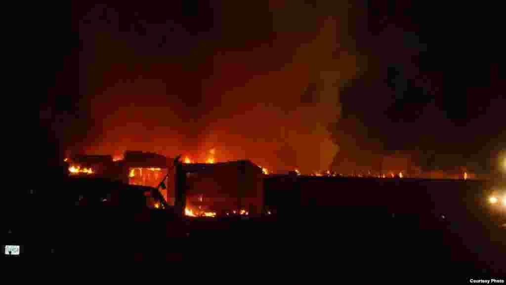 Api melalap bangunan masjid Islamic Society of Joplin, di negara bagian Missouri, AS (6/8) (foto: Alvian Salim).