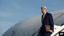 美国国务卿克里抵达罗马钱皮诺机场(2016年2月2日)