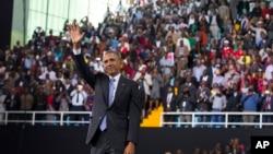 美國總統奧巴馬星期天結束對肯尼亞的訪問之前,在內羅畢郊外一個體育場發表重要講話。