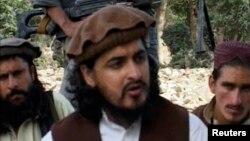 Pemimpin Taliban Pakistan, Hakimullah Mehsud (tengah) tewas hari Jumat (1/11) dalam serangan pesawat tanpa awak AS (foto: dok).