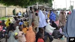 Des déplacés ayant fui l'offensive de Boko Haram dans le nord du Nigéria (AP)