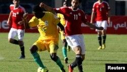 Le Zimbabwe joue contre l'Égypte lors des qualifications au stade d'Harare, le 9 juin 2013.