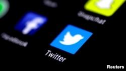 El análisis de Pew Research Center indica que el 22% de los estadounidenses adultos usan Twitter, lejos del 69% que usa Facebook.