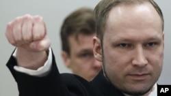 16일 노르웨이 오슬로의 법정에서 주먹을 거머쥔 아네르스 베링 브레이비크.