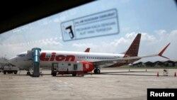 Pesawat Boeing 737 Max 8 milik maskapai penerbangan Lion Air di tarmac bandara Internasional Soekarno Hatta dekat Jakarta, 15 Maret 2019. (Foto: dok)