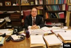 移民法律师马克•麦齐尼(Mark A. Mancini) (美国之音王子扬拍摄)