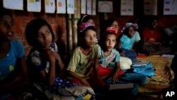 ရိုဟင္ဂ်ာကေလးငယ္မ်ား UNICEF က ဖြင့္ထားတဲ့ ေက်ာင္းတက္ေရာက္စဥ္ (ၾသဂုတ္လ ၂၀၁၈) (AP Photo/Altaf Qadri)