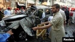 7일 파키스탄 페샤와르에서 일어난 자살폭탄 공격 현장.