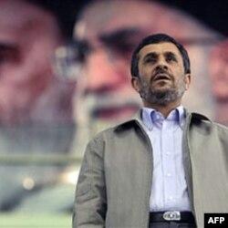 احمدی نژاد با حمایت مستقیم آیت الله خامنه ای و بیت او به ریاست جمهوری رسید.