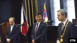 藏人行政中央司政洛桑森格和布拉格市长会面。(2019年3月6日)