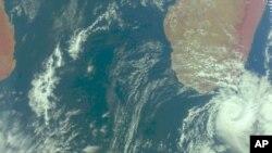 Ураганот Ерл им се заканува на Карибите