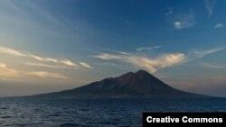 Gunung Sangeang Api di Sumbawa. (Foto: Ilustrasi)