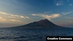 Gunung Sangeang Api di Sumbawa.