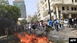 Những vụ biểu tình diễn ra tiếp theo vụ gây rối hồi tuần trước vì Tổng thống Abdoulaye Wade tìm cách sửa đổi hiến pháp