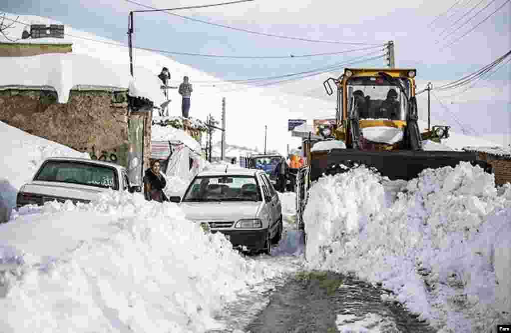 برف سنگین در اهر در آذربایجان شرقی عکس: بختیار صمدی