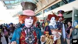 Des personnes se rendant au Comic-Con défilent à San Diego, le 21 juillet 2016.