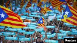 España llama a secesionistas catalanes a obedecer al Gobierno central
