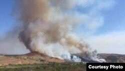 南加高尔夫球场意外起火(OCFA photo)