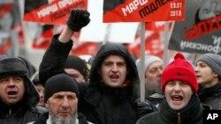 Người biểu tình xuống đường ở Moscow phản đối lệnh cấm người Mỹ nhận trẻ em Nga làm con nuôi.