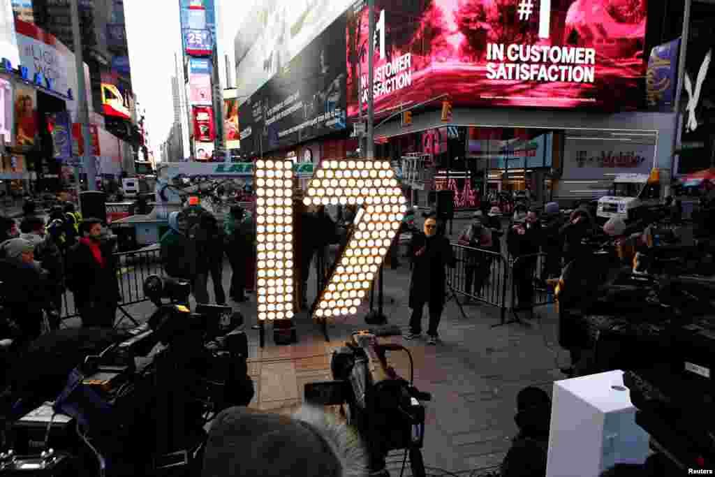 آماده سازی برای جشن سال نو در شهر نیویورک. ۲۰۱۷ نزدیک است.