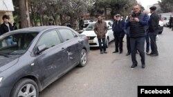 Tofiq Yaqublu avtomobili vurulduqdan sonra fotosunu çəkir (Foto Nigar Həzinin faceebook səhifəsindəndir )