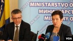 Ministrica odbrane BiH Marina Pendeš i slovački ambasador u BiH Jan Pšenica